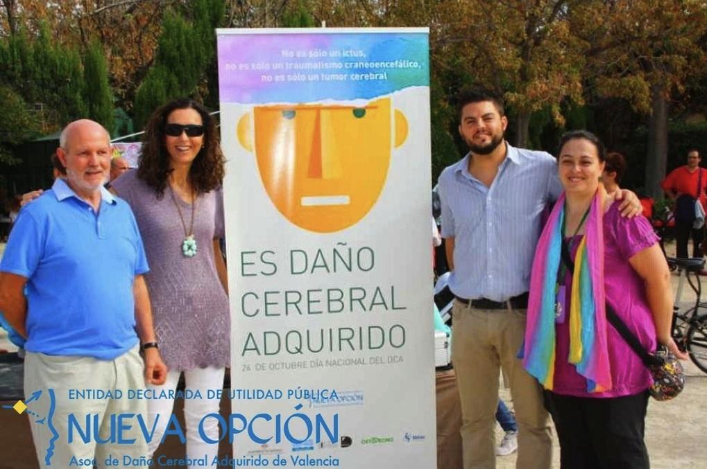 De izquierda a derecha: D. Pablo Álvarez, Presidente de la Asociación; Dña. María Manuela García Reboll, Secretaria autonómica de Autonomía Personal y Dependencia de la Conselleria de Bienestar Social; Paco Quiles e Inma Íñiguez, Codirectores de la Asociación