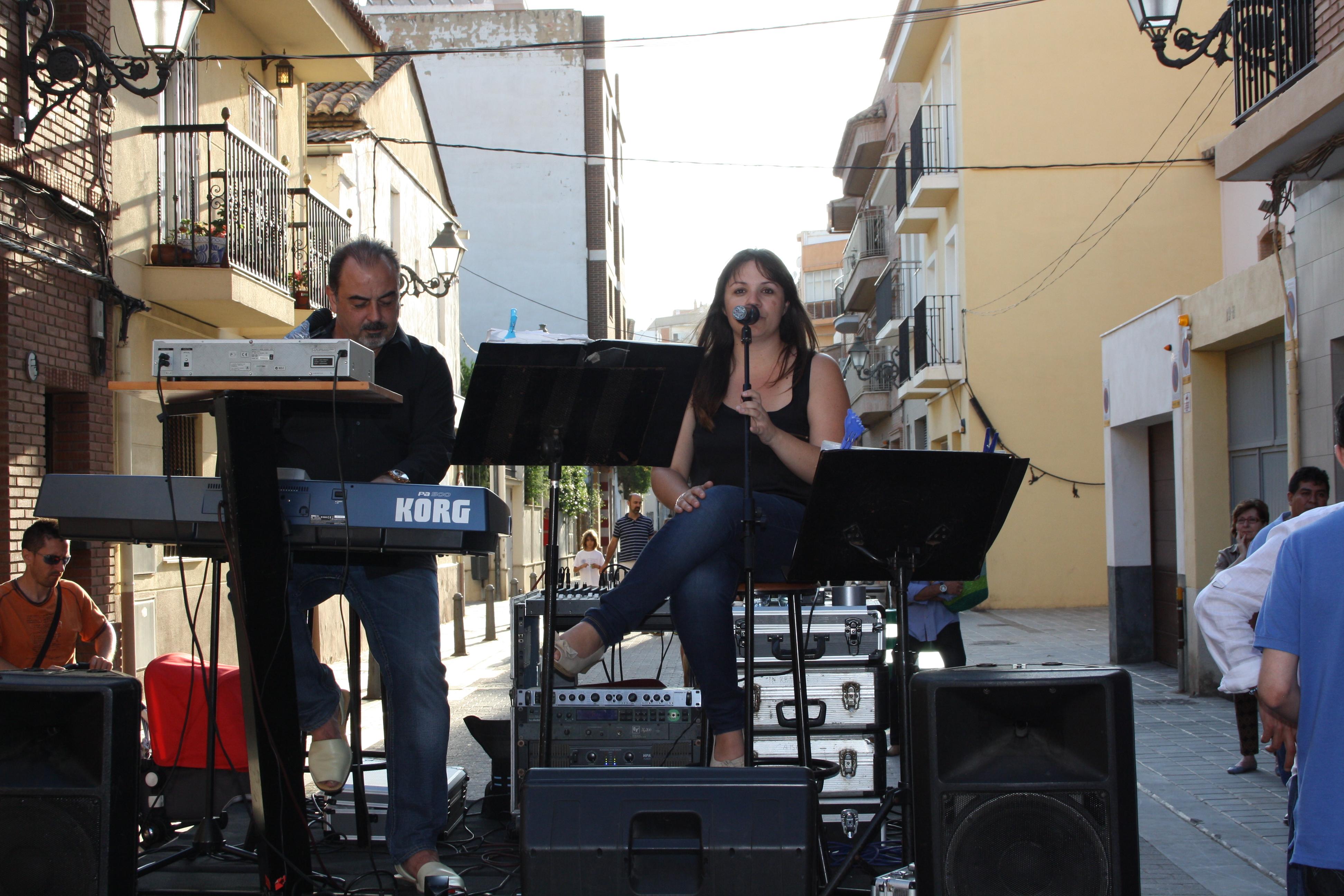Carlos y Noelia durante la actuación musical